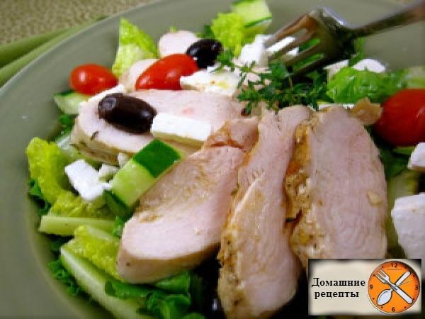 греческий салат с курицей гриль