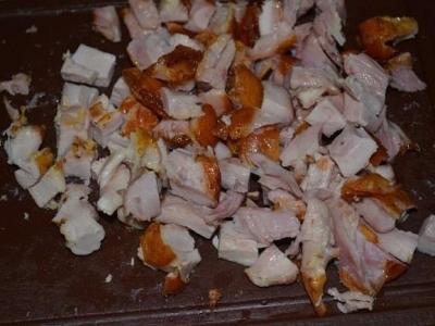 Салат с курицей, овощами и кунжутом