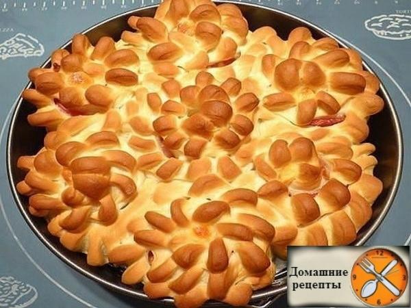 Пирог «Цветы» с беконом и сыром