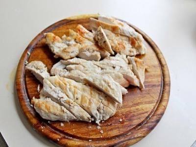 Салат с куриной грудкой, овощами и йогуртом1