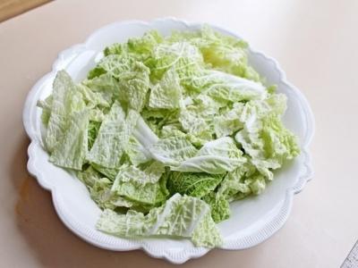 Салат с куриной грудкой, овощами и йогуртом