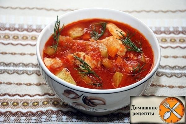 Густой томатный суп с курицей и кабачком