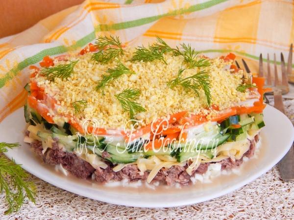 Салат с тунцом, яйцом и сыром