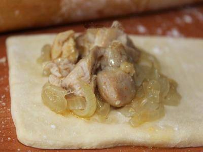 Слойки с курицей и сыром 4