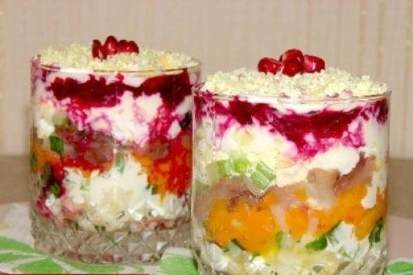 """Слоеный салат со скумбрией """"Новый год"""""""