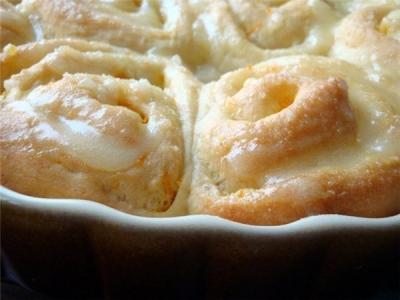 Куриные грудки- вкусное, малокалорийное, нежирное мясо. Чтобы грудки были сочными и нежными будем тушить их  в кефирном соусе. Будет очень- очень вкусно. Проверено лично. 5