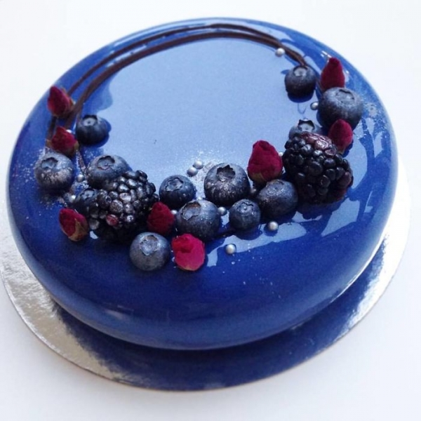 resized - Mirror-Cakes-58539cae27ca0__700