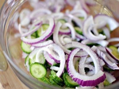 Огуречный салат с соусом 3