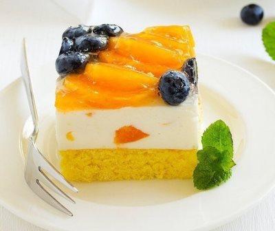 Торт с йогуртовым муссом, абрикосами и голубикой 2