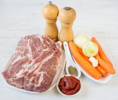Рулет из свинины с морковью 2