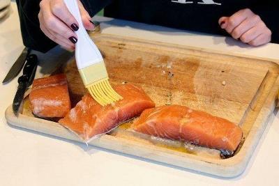 Жареный лосось с пряным маслом и лимоном 4