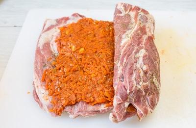 Рулет из свинины с морковью 9