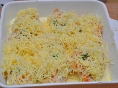 Натрите сыр на мелкой тёрке. 6