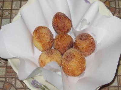 Творожные пончики по-домашнему с черносливом 8