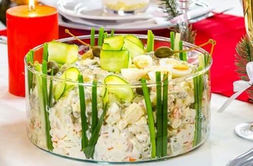 9 рецептов вкуснейших салатов, которые не стыдно подать к праздничному столу